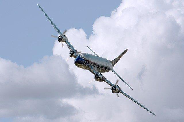 plane-409047_640.jpg
