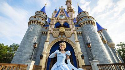 Cinderella-Castle-Royal-Colors-Magic-Kingdon-0804ZQ_1140MS-scaled-1.jpg