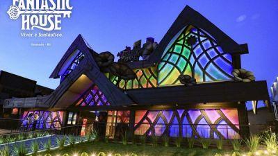 Foto-Fantastic-House.fachada.com-logomarca.3.jpg