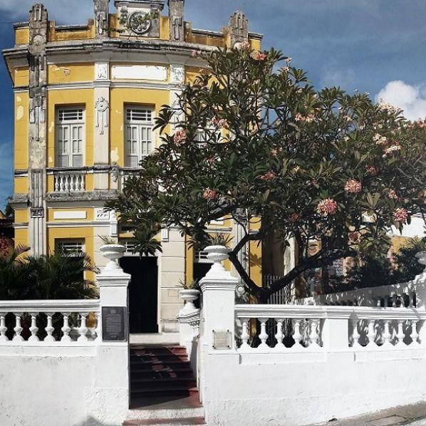 Exposição 'João Pessoa em linhas e cores' no Hotel Globo apresenta belezas da Capital