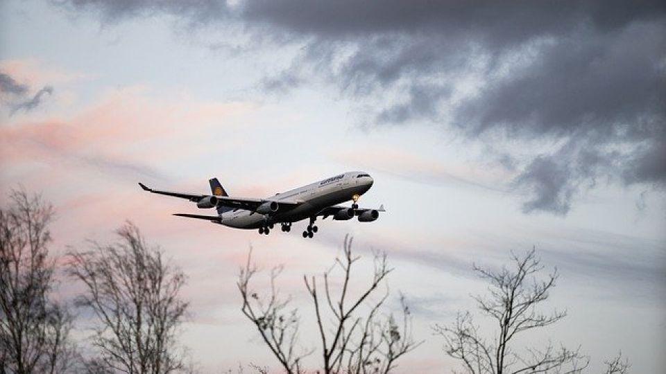 aircraft-4885805_640.jpg